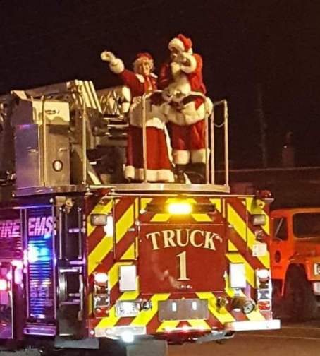 Salem Santa and Mrs Claus on Engine #1