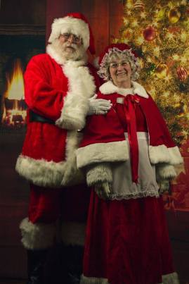 Salem Santa and Mrs Claus